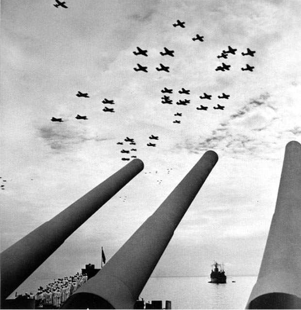 US Navy carrier planes fly over USS Missouri during Japanese surrender.